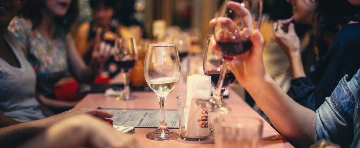 دلالات تفسير حلم شرب الخمر في المنام