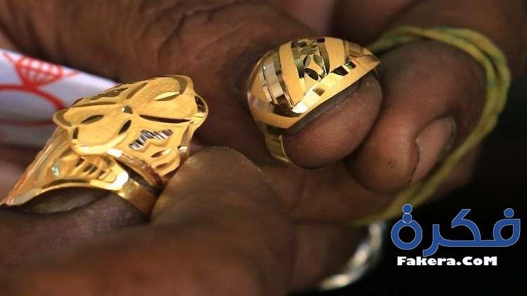 تفسير أخذ الذهب من الميت في المنام
