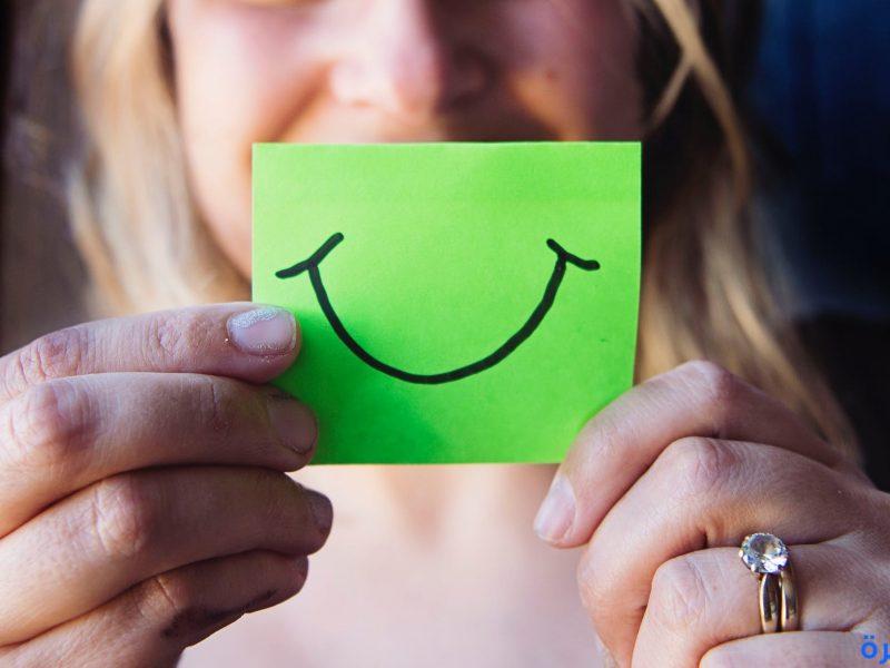 تفسير حلم الإبتسامة في المنام