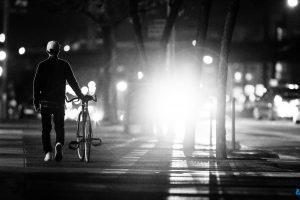 تفسير المشي في الظلام