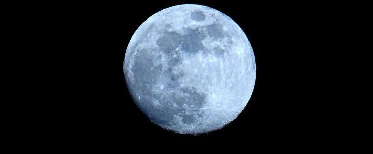 تفسير حلم احمرار القمر في المنام