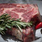 تفسير حلم تقطيع اللحم النيئ بالسكين