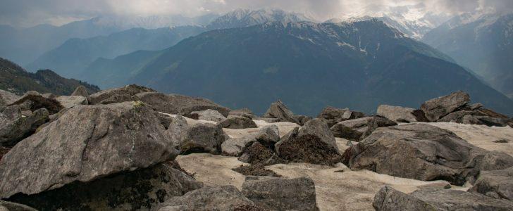 تفسير حلم الصخور في المنام