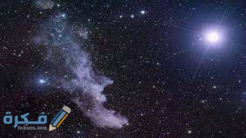 في الليل تبدو لنا النجوم وكأنها تتحرك في السماء بسبب